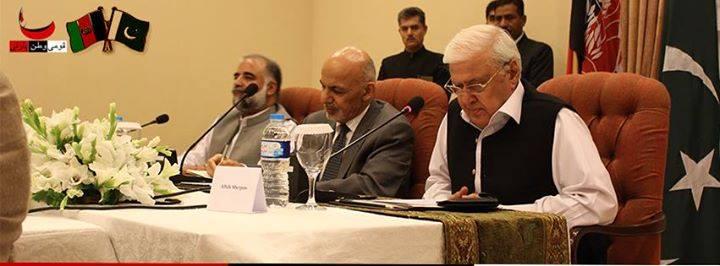 Aftab-ahmad-khan-sherpao-with-afghan-president